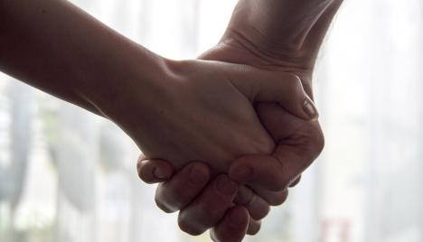 mani nelle mani